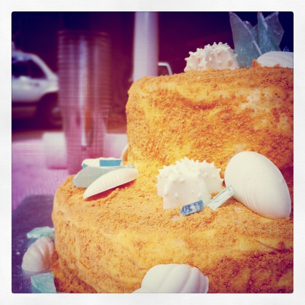 Beach-themed-wedding-cake